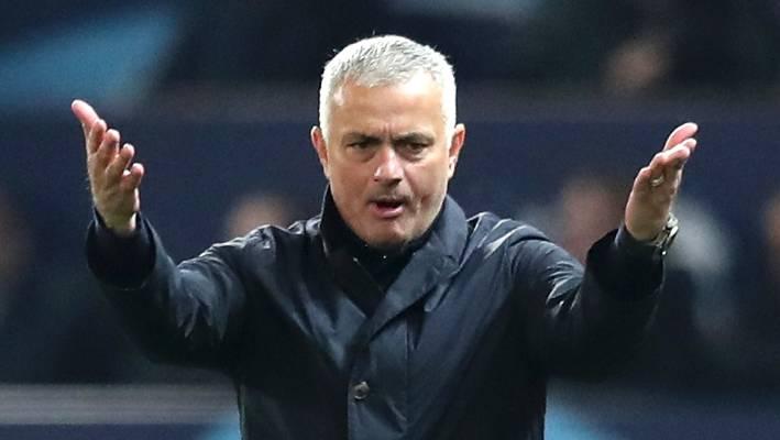 """Mourinho tức giận: """"Tôi sẽ mời người đó ngồi vào ghế HLV Man United"""""""