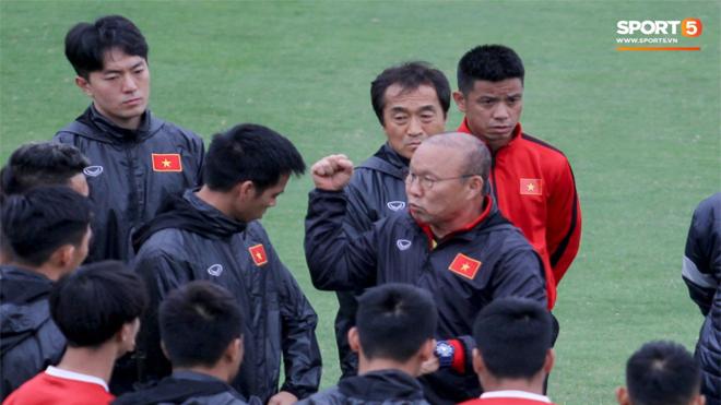 Cả nước hả hê vì Duy Mạnh trả đũa cầu thủ Malaysia nhưng thầy Park cực kỳ khó chịu và nói thế này đây