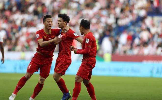 Hạ Jordan trên chấm 11m đầy cân não, Việt Nam khiến cả Đông Nam Á tự hào khi xuất sắc tiến vào tứ kết