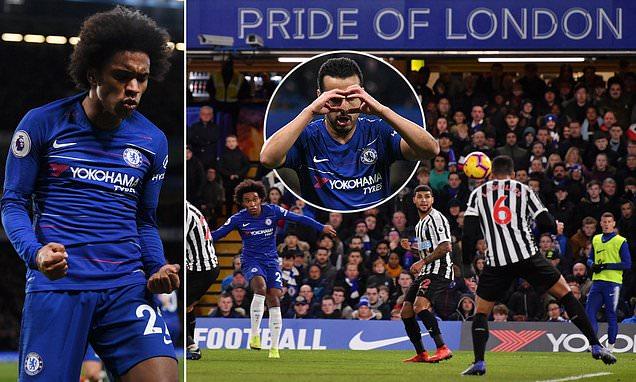 """Dứt điểm đẳng cấp, Willian giúp Chelsea """"bỏ xa"""" Arsenal với cách biệt 6 điểm"""