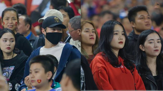 CHÙM ẢNH: Duy Mạnh cùng bạn gái Văn Hậu đến sân Mỹ Đình, âm thầm cổ vũ U23 Việt Nam từ xa