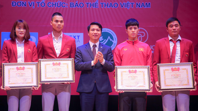 Quang Hải, Trần Đình Trọng và Anh Đức vinh dự nhận giải VĐV tiêu biểu năm 2018