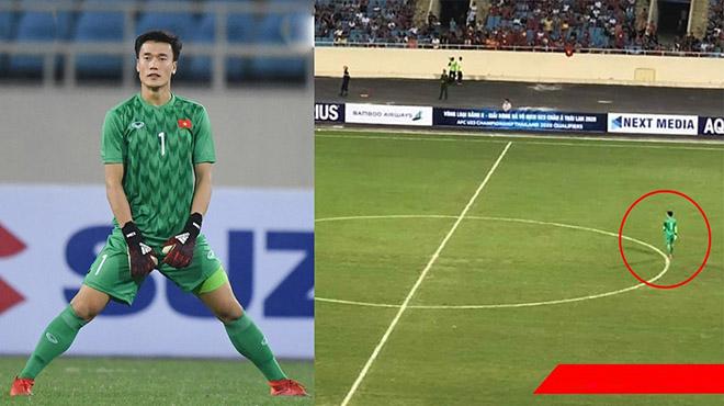 """CHÙM ẢNH: """"Không có gì để bắt"""", Bùi Tiến Dũng cô đơn suốt 90 phút trong trận đấu với Brunei, lưng áo chưa kịp ướt"""