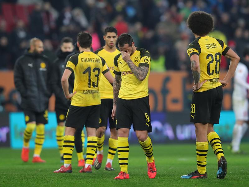 """""""Cầm vàng để vàng rơi"""", Dortmund 99% tan mộng đế vương Bundesliga 2018/19"""