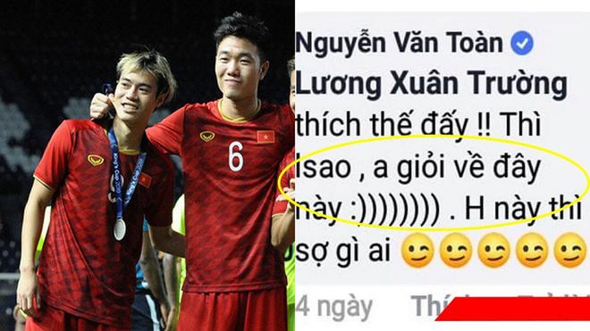 """Chùm ảnh: Xuân Trường vừa đáp máy bay về tới Hà Nội, Văn Toàn đã lo lắng cuộc sống sẽ """"cơ cực"""" từ đây"""