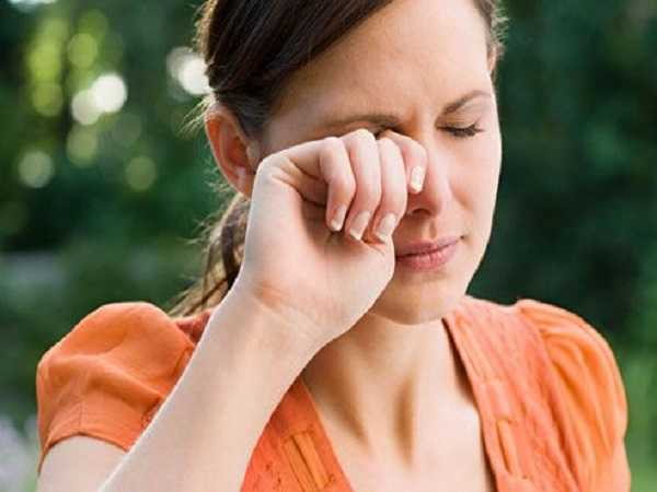 Hiện tượng nháy mắt phải là hiện tượng gì?